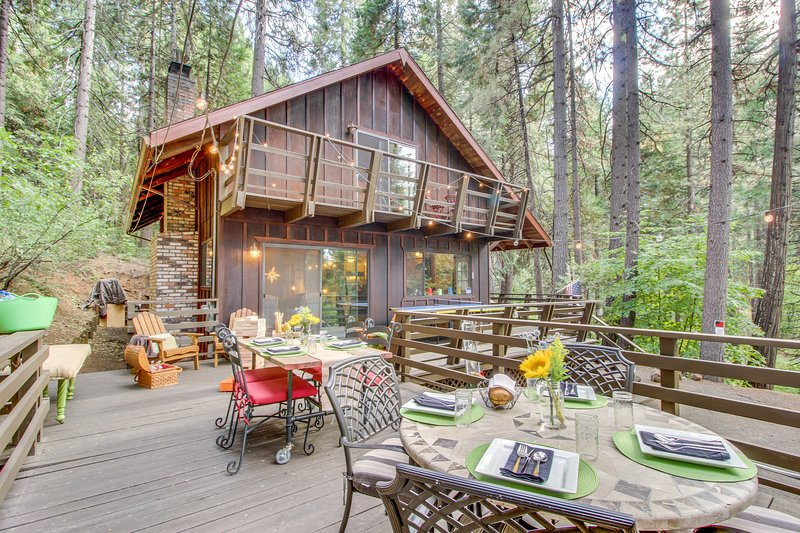 Dog-friendly cabin in Lilac Park with shared pool, free WiFi, near skiing, holiday rental in Barton
