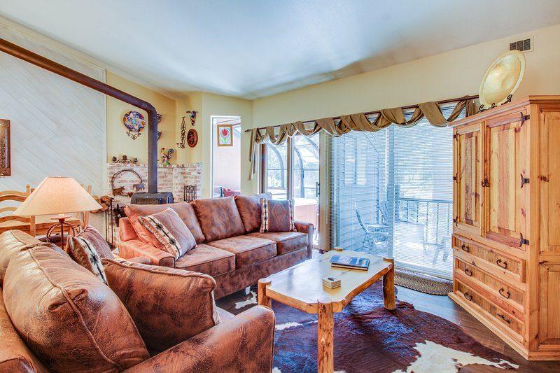 Townhome-style property with private hot tub and gorgeous forest views Chalet in Mammoth Lakes