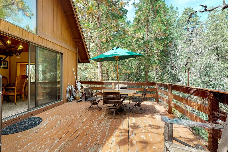 Secluded cabin w/large deck & wood stove in peaceful forest setting, location de vacances à Pine Cove
