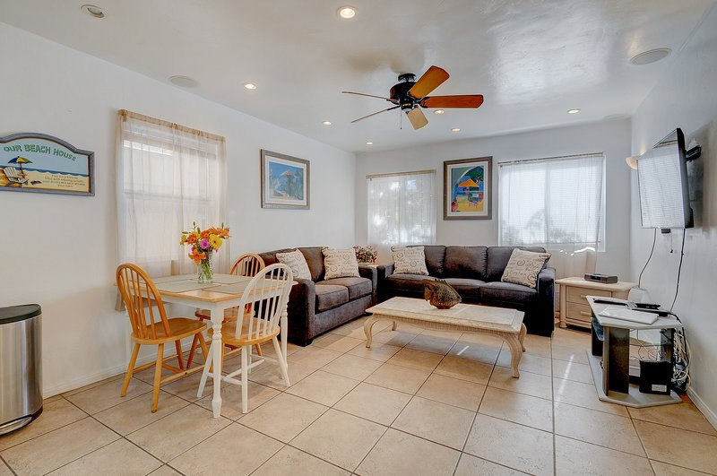 Charming home just 60 steps from the beach & boardwalk! Relax on the nice patio!, vacation rental in Elvira