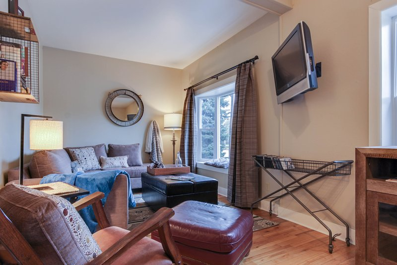 Cozy house in downtown, nearby skiing and beach access!, holiday rental in Ponderay