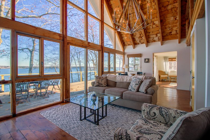 Remodeled waterfront home with a wrap-around deck, water views & beach access!, vacation rental in Jefferson