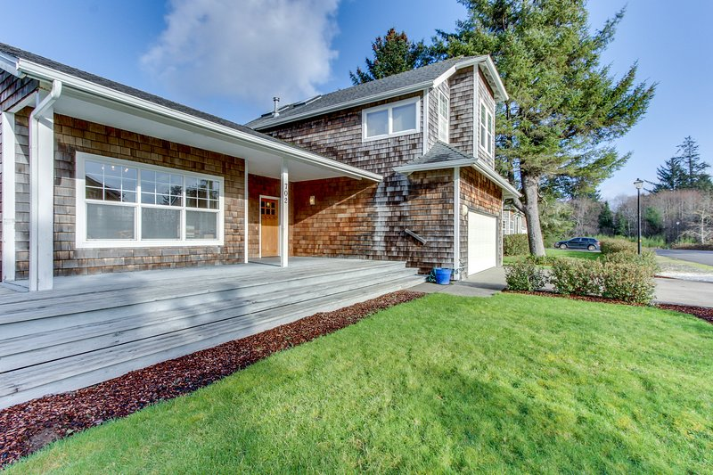 Spacious, family-friendly house w/ entertainment - close to beach & golf!, vacation rental in Gearhart