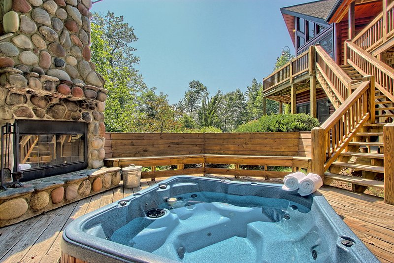 Gorgeous Mountain Cabin Near Downtown Blue Ridge W Hot Tub