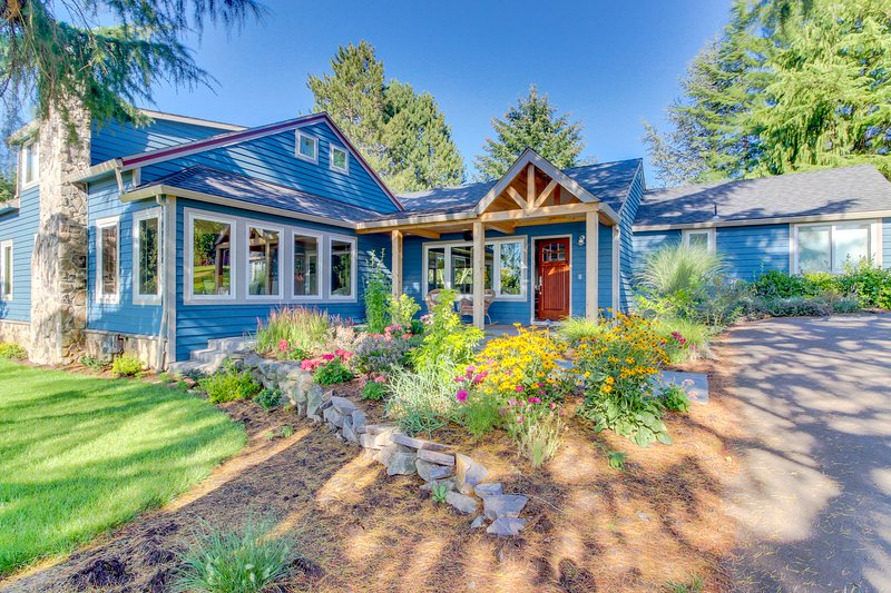 Inviting home w/ modern amenities & within walking distance to wineries!, holiday rental in Wilsonville
