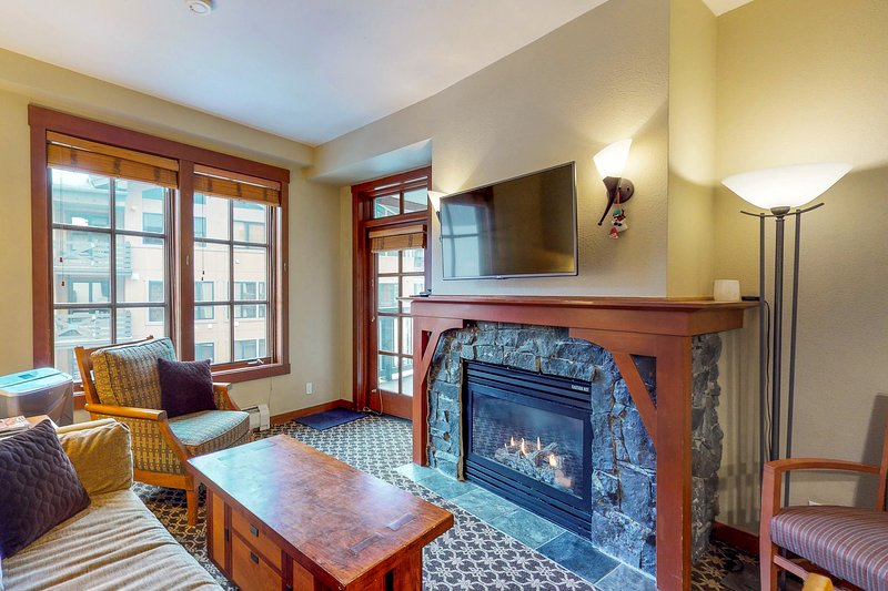 Ski-in/out Village condo w/balcony! Hot tubs, saunas & gym! Great for couples! Chalet in Squaw Valley