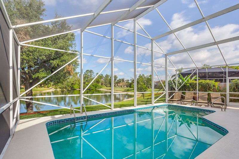 Waterfront home w/ private pool & great views - close to golf & Naples Beach, vacation rental in Golden Gate
