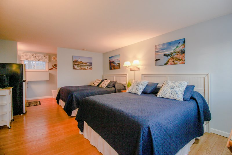 Cheerful studio with a shared pool/terrace, & BBQ area - close to beaches!, vacation rental in Wells