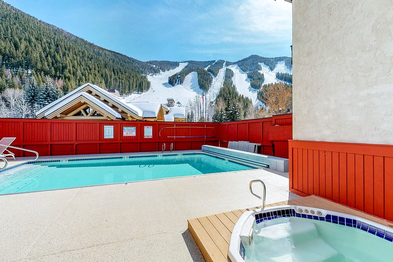 Ski-in/ski-out alpine condo with shared seasonal pool, hot tub, sauna, & views, vacation rental in Ketchum