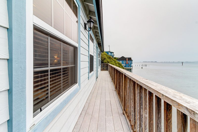 Charming bayfront cottage with gorgeous views ideal for quick romantic getaway!, vacation rental in Bodega Bay