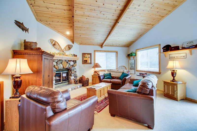 Comfortable home w/ valley views - easy access to year-round outdoor activities Chalet in Northstar
