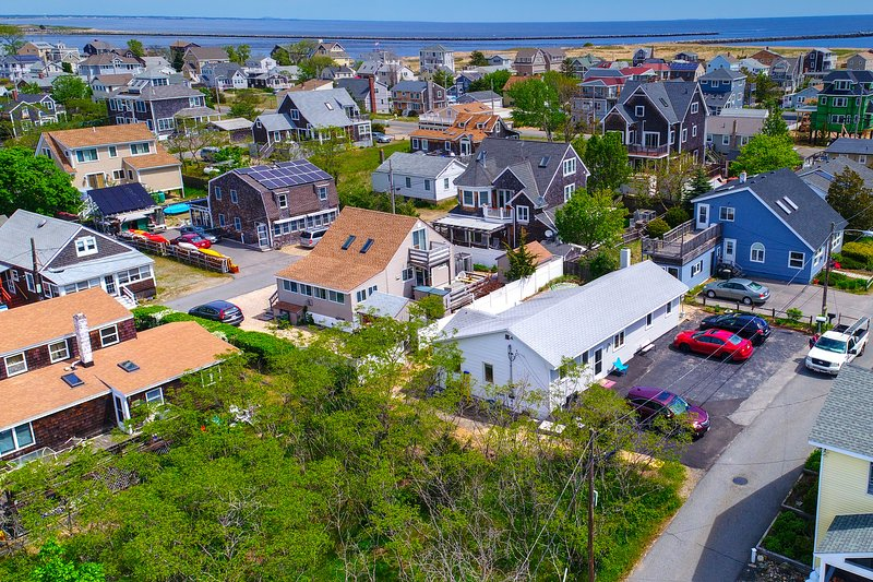 Charming family home conveniently placed near water, beaches, & more!, vacation rental in Newburyport