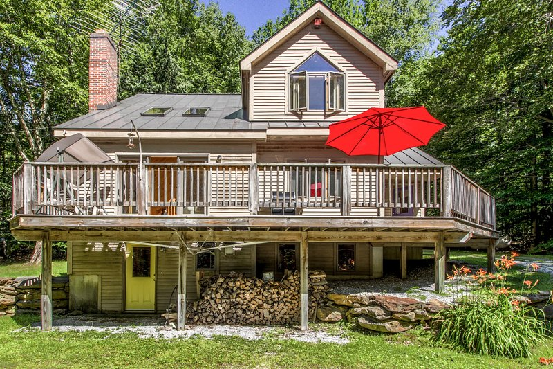 Dog-friendly home w/ game room, deck, & easy access to year round activities!, location de vacances à Wardsboro