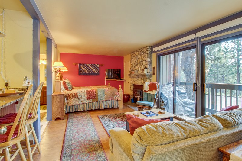 Walk to Gondola studio w/ shared hot tub, sauna - walk to the Village Chalet in Mammoth Lakes