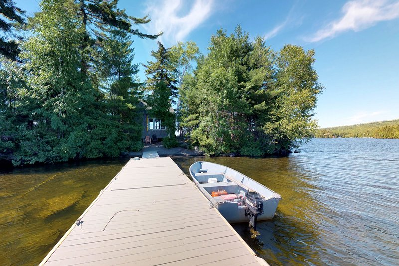 Dog-friendly house on private island w/ firepit, private dock, & outdoor shower!, holiday rental in Monson