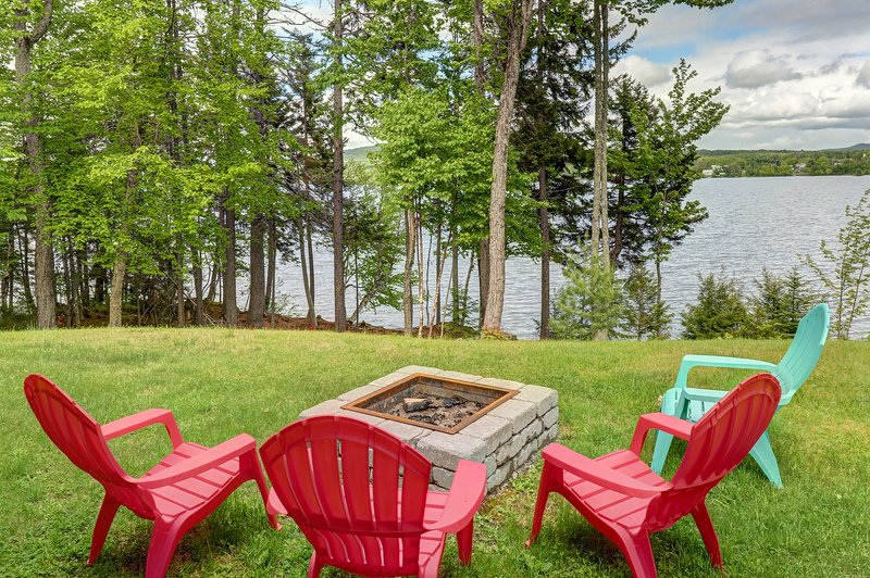 Lakefront, chalet-style home w/ large deck, a dock & beautiful lake views, vacation rental in West Forks