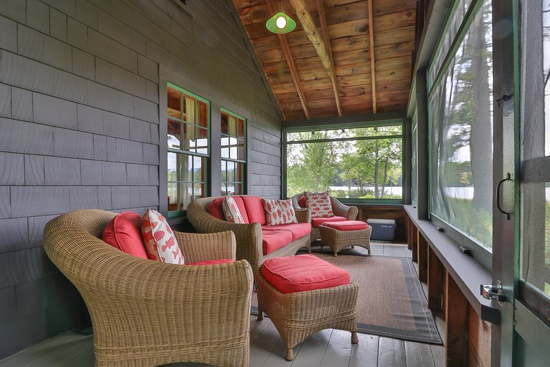 Lakefront cabin w/ private dock, canoe, firepit & screened porch - close to town, holiday rental in Lovell
