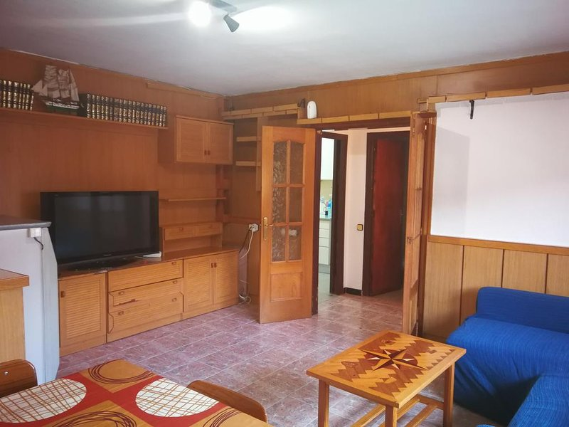 Spacious house with balcony & Wifi, vacation rental in El Bruc