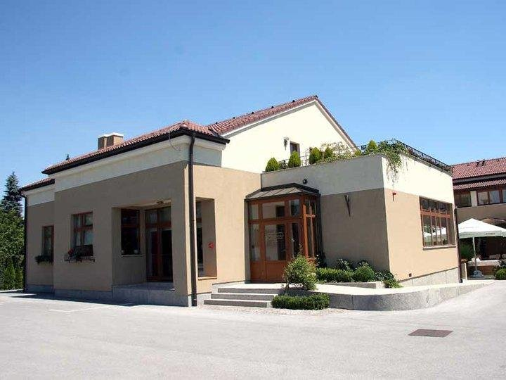 Pansion Mamica (Rm.6 with windows), casa vacanza a Donje Makojisce