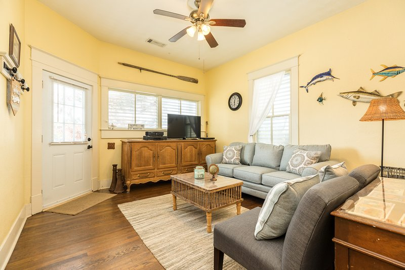 Dog Friendly House With Free WiFi And Kitchen W/ Pass Through Bar!