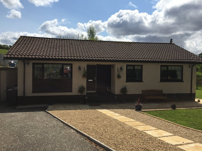 Fieldside Cottage - 3 Stars - 3 Bedrooms - Garden - Newton Mearns, Glasgow, holiday rental in Newmilns