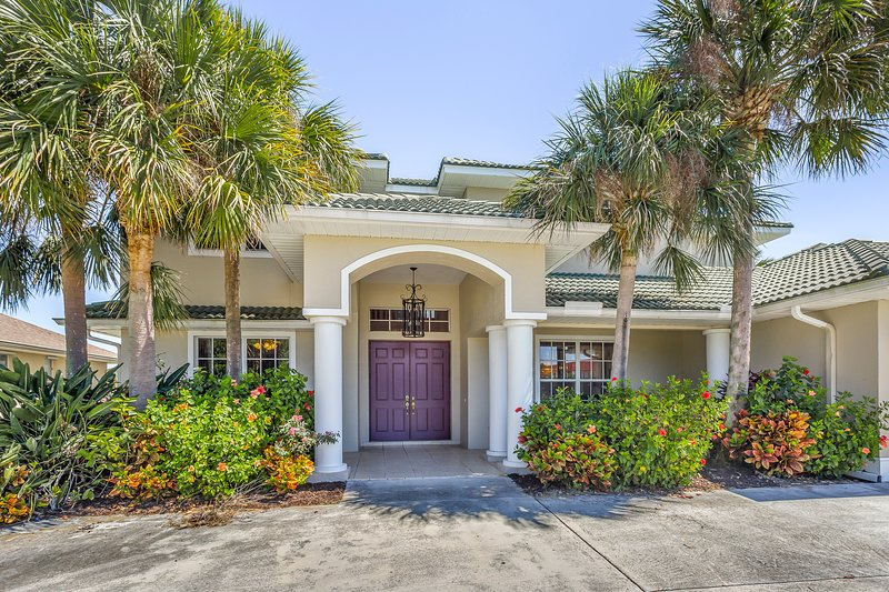 Waterfront getaway w/ private pool, deck, & large boat dock, vacation rental in Port Charlotte