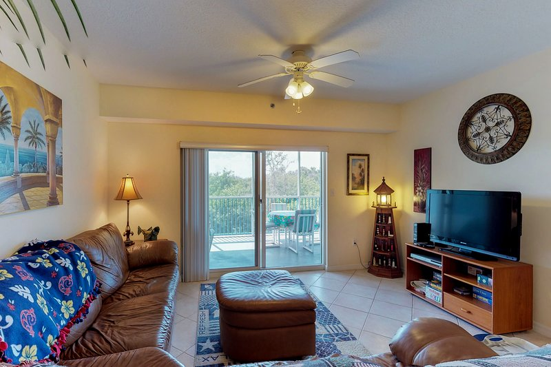 Deluxe dog-friendly condo w/ shared pool, hot tub, & sports courts near beach!, location de vacances à Edgewater