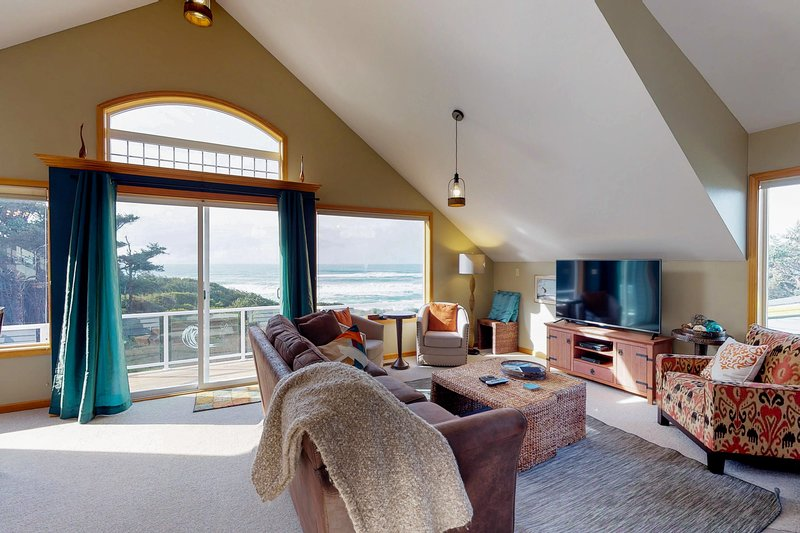 Dog-friendly oceanfront home w/hot tub, amazing views & easy beach/trail access!, vacation rental in Yachats