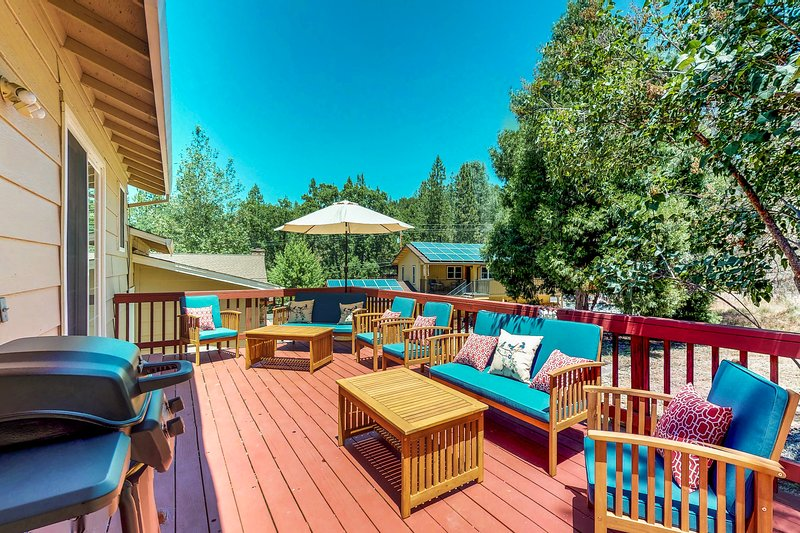 Family-friendly cabin w/ shared pool, tennis & golf-lake nearby, vacation rental in Groveland
