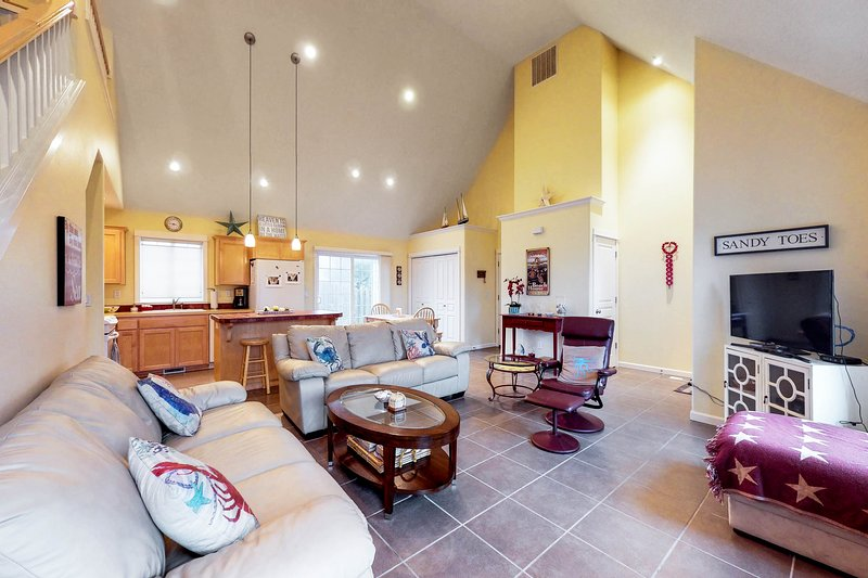 Comfortable beach house with fireplace & entertainment - beach nearby!, vacation rental in Pacific City