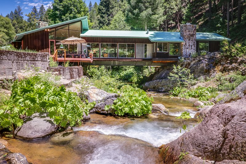 Unique riverfront house w/ tranquil river views & forest scenery, vacation rental in Sierra City