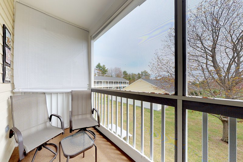 Studio w/ screened balcony & seasonal pool/pool table - near beaches!, vacation rental in Wells
