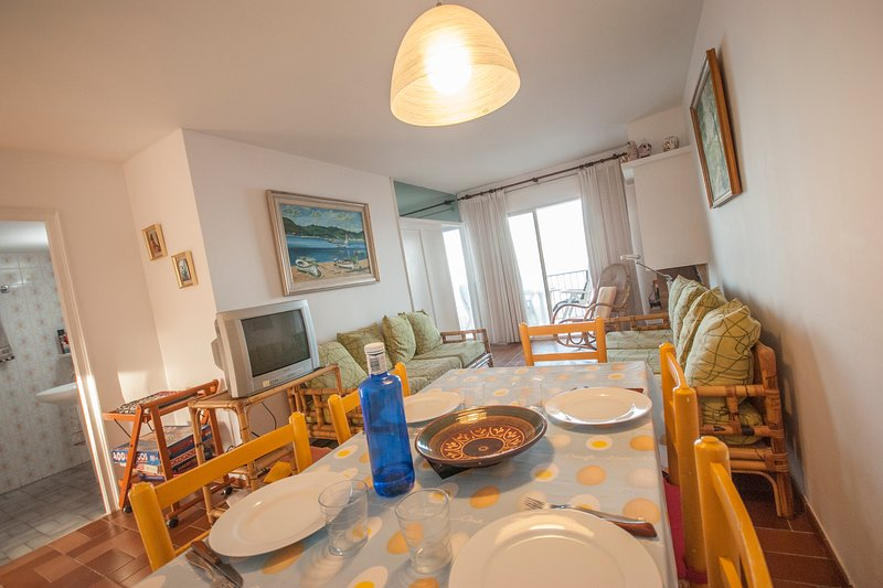 Pals Apartment Sleeps 4 with WiFi - 5223633, vacation rental in Playa de Pals
