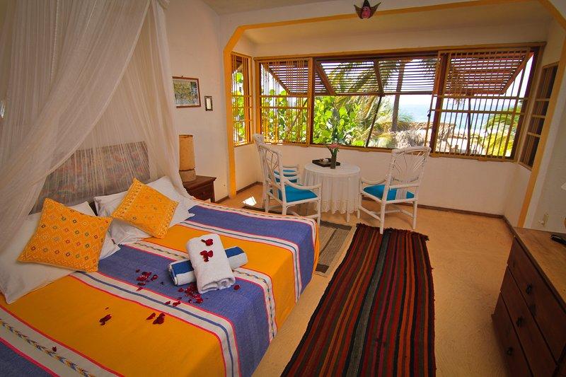 Suite romantica del Pequeno Hotel Privado en una Playa del Pacifico mexicano, holiday rental in Colonia Luces en el Mar