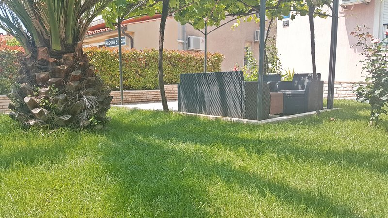 garden oasis for relaxing and enjoying