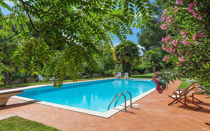 Modanella Villa Sleeps 2 with Pool and WiFi - 5229552, vacation rental in Sinalunga