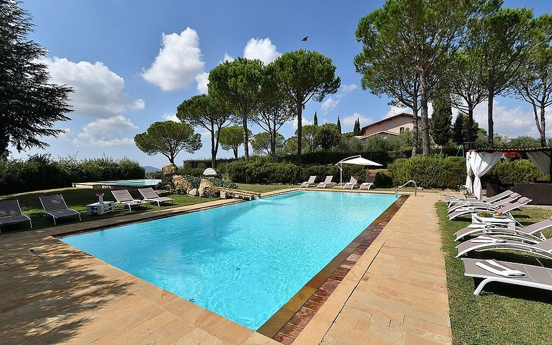 Diaccialone Villa Sleeps 16 with Pool Air Con and WiFi - 5229237, vacation rental in Alberese