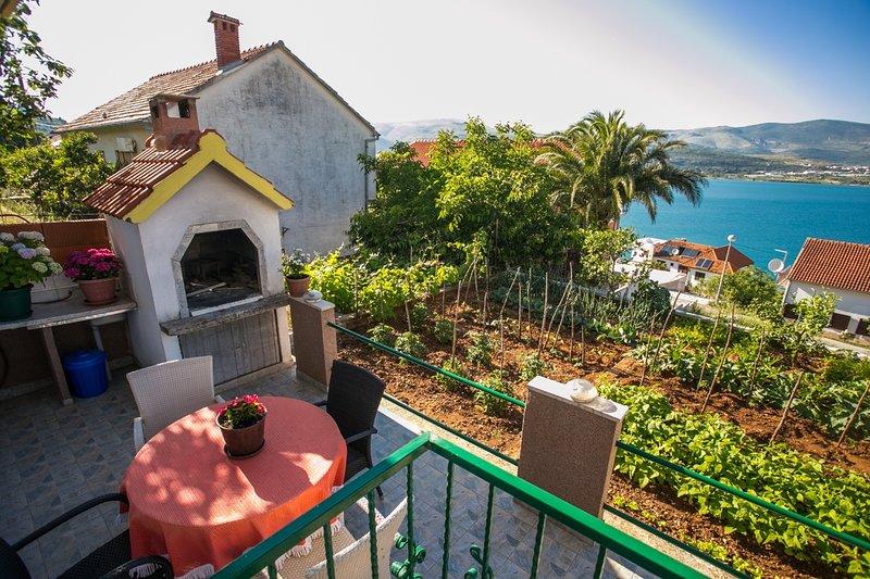 Marija A2(4) - Mastrinka, vacation rental in Gornji Seget
