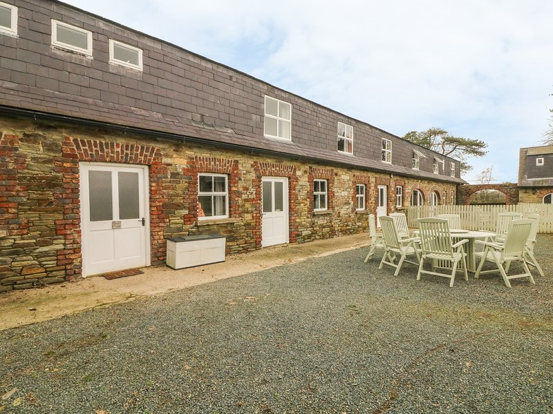 TOBER MOR, pet friendly, country holiday cottage, with a garden in Ferns, holiday rental in Blackwater