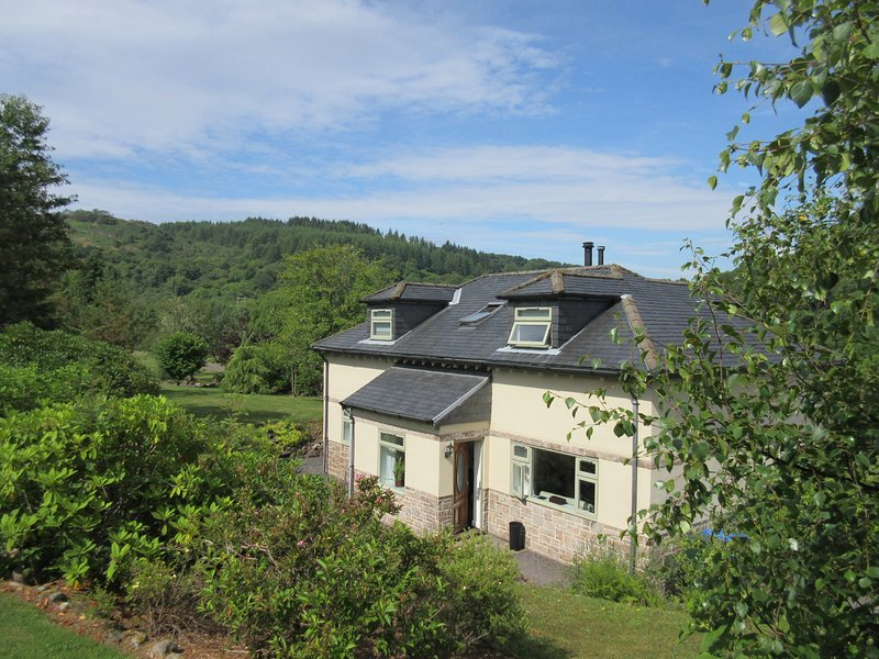 GLEN EUCHAR HOUSE, family friendly, luxury holiday cottage, with hot tub in, holiday rental in Kilmore