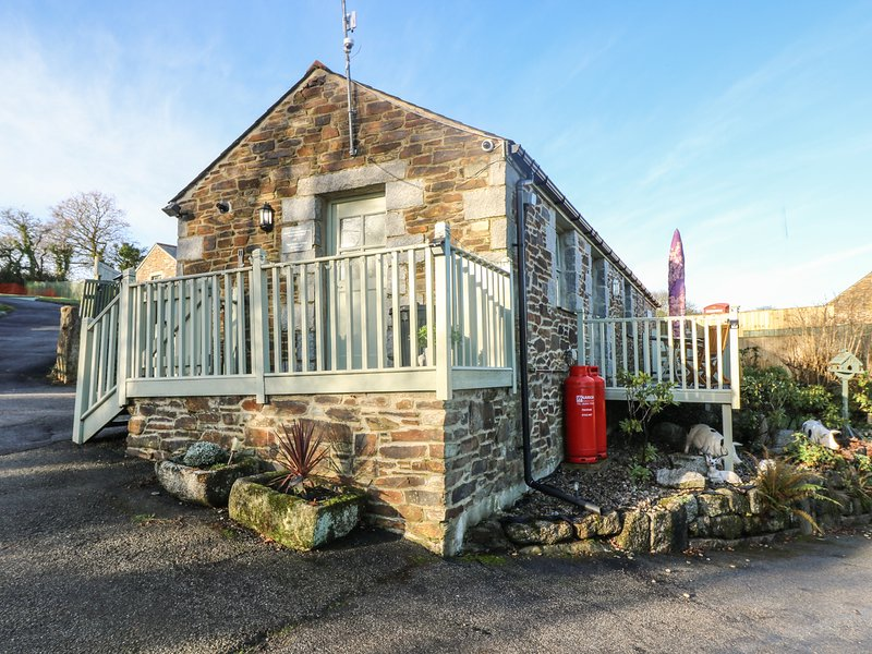 PHOENIX COTTAGE barn conversion all on one level, countryside setting close to, Ferienwohnung in Threemilestone