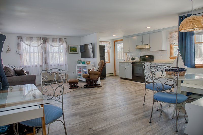 Two bedroom home, steps from Perkins Cove. Full AC, holiday rental in Ogunquit