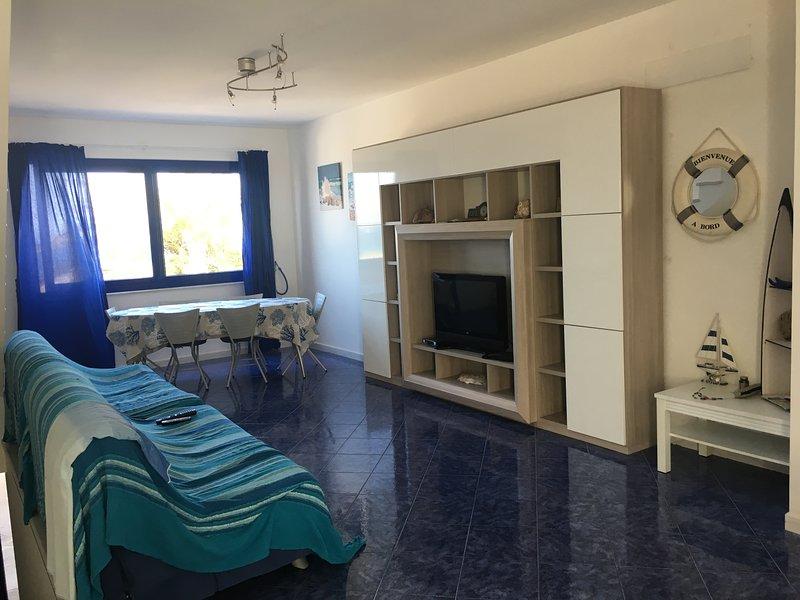 Nice house with sea view & balcony, casa vacanza a Calasetta