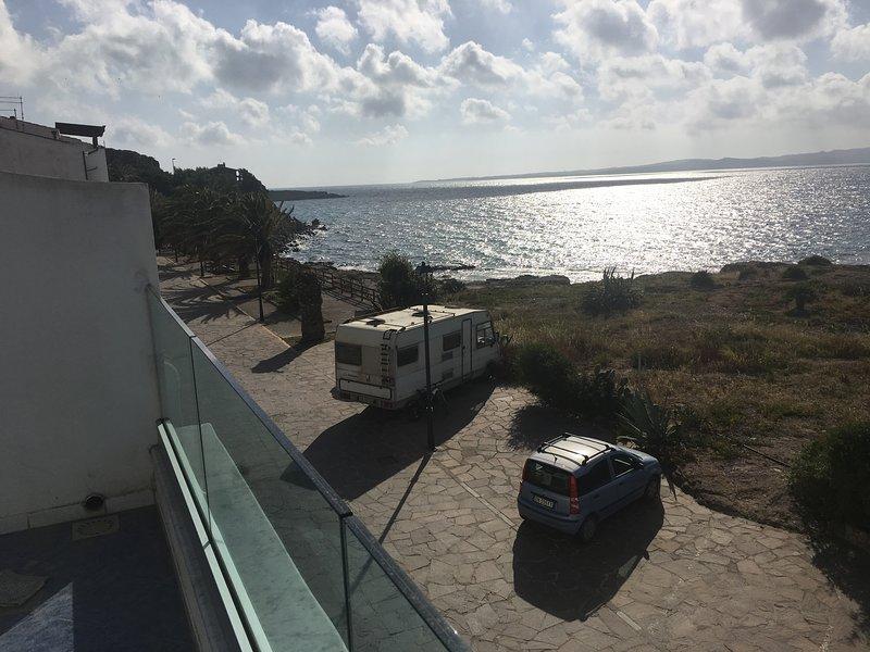 Big house with sea view & balcony, casa vacanza a Calasetta