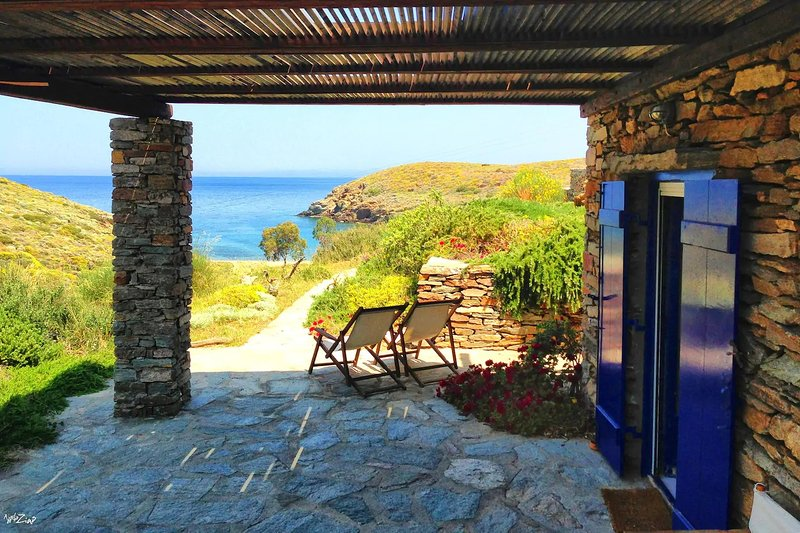 Agelos Beachfront Villa, alquiler vacacional en Melissaki