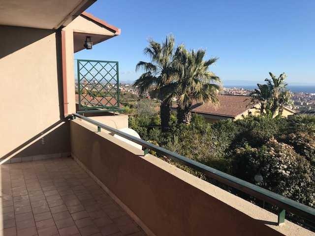 Spacious house with sea view & Wifi, alquiler de vacaciones en Maugeri