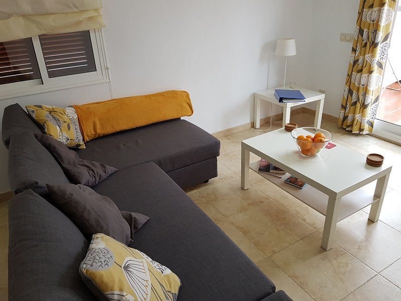 Mojacar Playa Holiday Apartment with a Shared Pool and Childrens Play Area, holiday rental in Mojacar Playa
