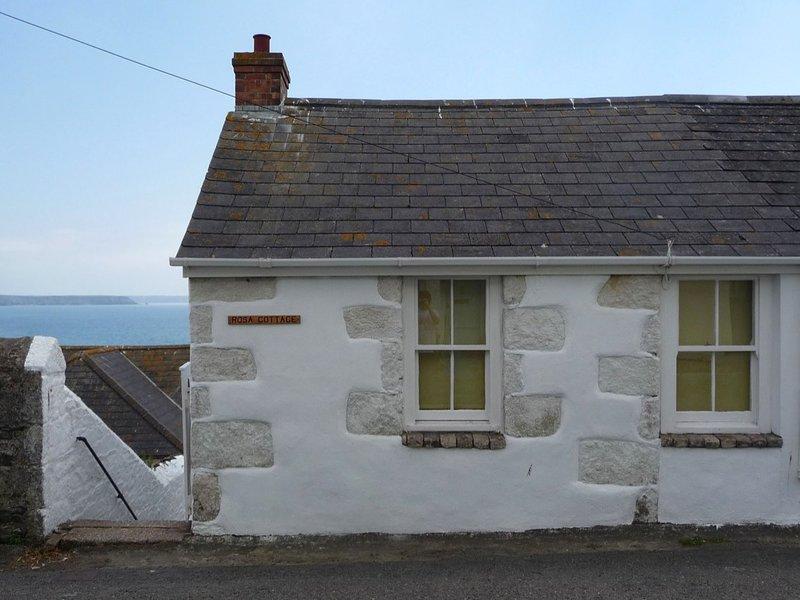ROSA COTTAGE reverse level cottage, sea views, in Porthleven. Ref xxxxx, location de vacances à Porthleven