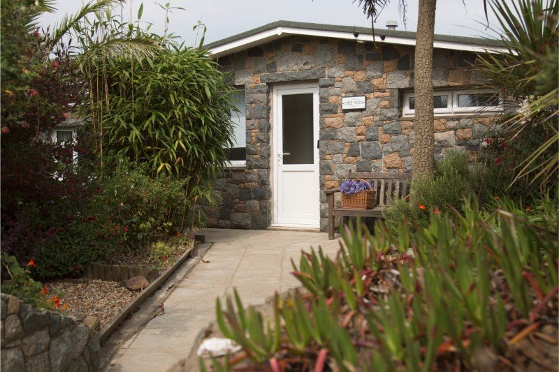 Chez Nous, Sark - Gorgeous Bungalow in Channel Islands, Sleeps Up to 6 People, location de vacances à St. Mary