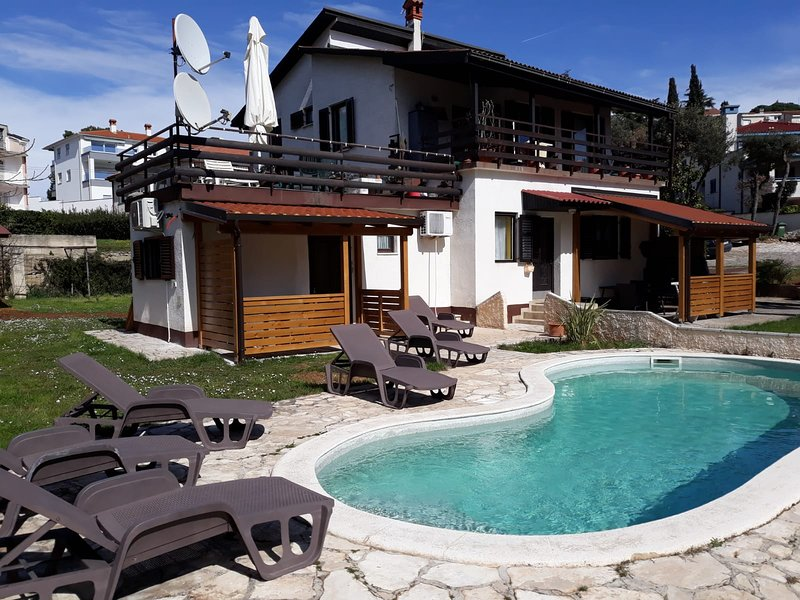 Romantic room with swimming pool, alquiler vacacional en Pjescana Uvala
